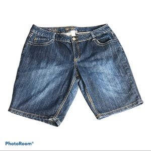 Size 34 Rickis Jean shorts